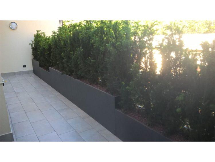 Vasi e fioriere moderni in alluminio per interno ed esterno.